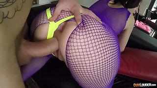 Daylight ass fucking - anal sex with cumshot for PAWG brunette liz rainbow