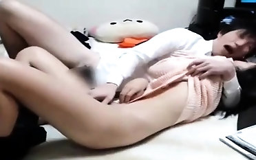 Super-fucking-hot japanese kitty frigging herself on live cam