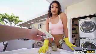 Sexy major-domo with puffy ass Sarah Lace gives her head and gets fucked for cash