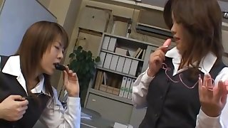 Dirty video be advantageous to Japanese agony aunt Chinatsu Nakano getting her bite on the bullet poked